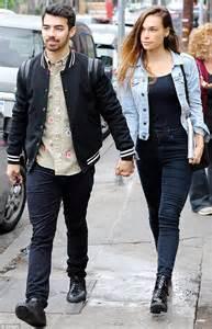 Metcotainment Joe Jonas Splits From Girlfriend