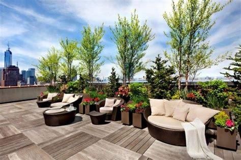 Dachterrasse Sichtschutz Bäume Lounge Betten