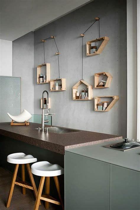 etagere deco cuisine décoration murale avec une étagère insolite mur gris