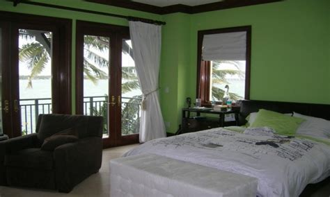 Green bedroom walls decorating ideas, green wall design