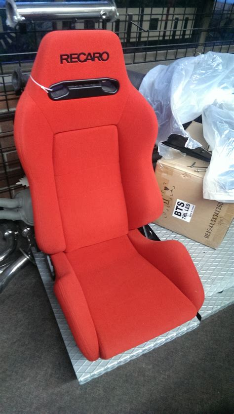 siege baquet momo custom seats overseas auto see better look better