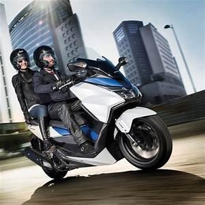 Scooter Forza 125 : forza 125 fast stylish scooters honda uk ~ Medecine-chirurgie-esthetiques.com Avis de Voitures