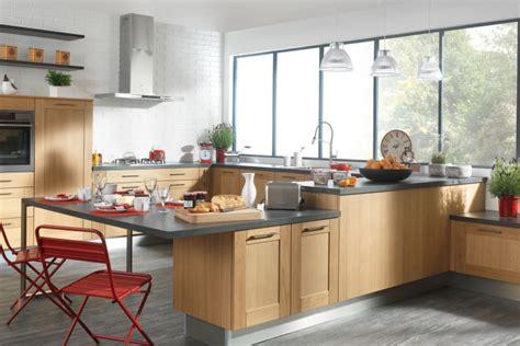 nos cuisines design moderne bois avec îlot comera
