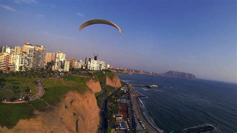 File:Paragliding - in Lima Peru.png - Wikimedia Commons