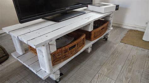 fabriquer meuble tele avec palettes fabriquer meuble tele avec palettes 14 on place des roulettes sous le meuble pour pouvoir le