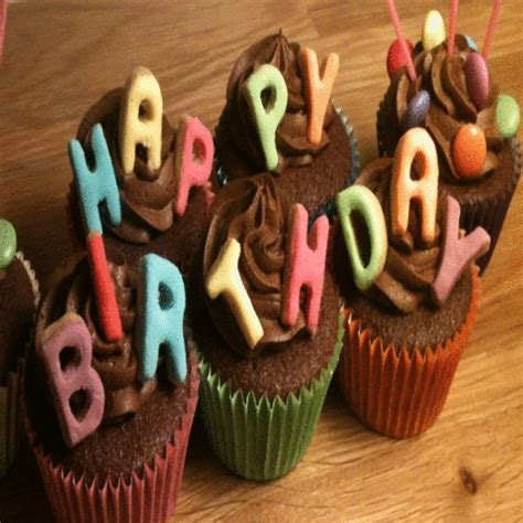 birthday cakes    cakes balloons ecards