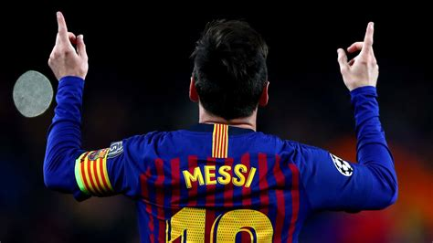 Lionel Messi equals Pele's record of goals for a single club