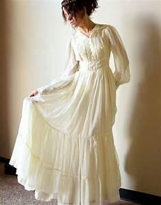 Simple white cotton wedding dress biwmagazinecom for Simple white wedding dress