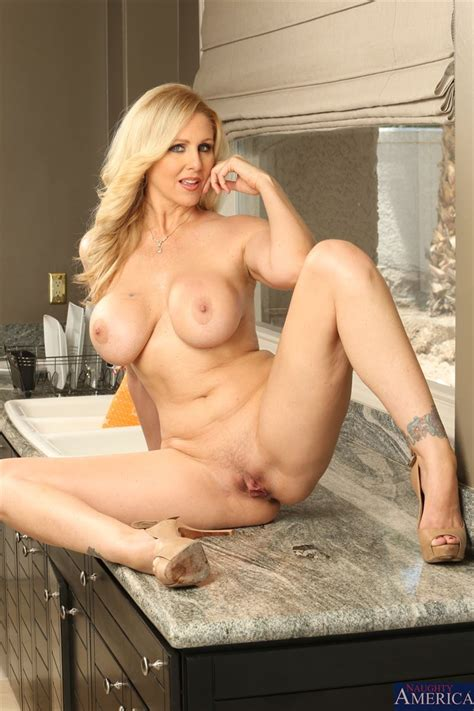 Hot Milf Julia Ann Gets Banged Hard In The Kitchen Pichunter