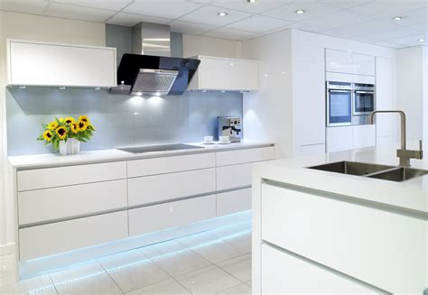 glossy white kitchen white gloss symphony kitchen falkingham fabrication