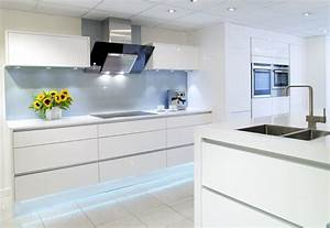 White gloss symphony kitchen falkingham fabrication for White gloss kitchen