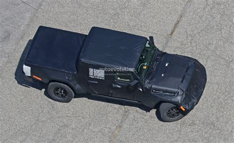 2019 jeep wrangler 2019 jeep wrangler pickup truck spied prototype tries to