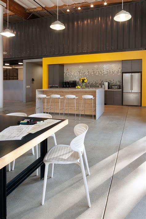contemporary office space  california blends creativity
