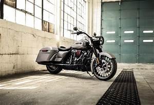 2017 Harley-Davidson Road King Review