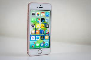 apple iphones apple iphone se review looks can be deceiving