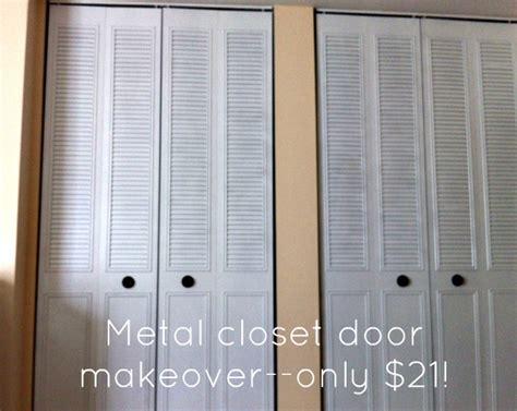 spray paint closet door makeover for 21