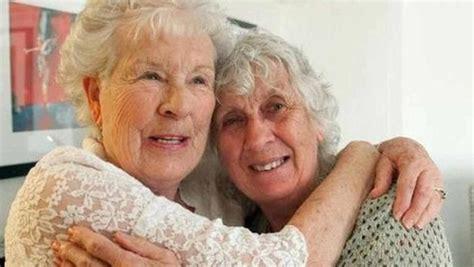 isobel varley 1937 2015 most tattooed female senior citizen passes away guinness world records