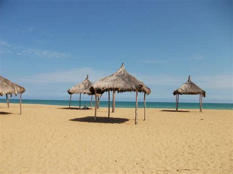 chaises de plage terrasse privative vue mer avec chaises longues pour la détente picture of grand popo mono
