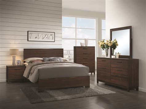 Coaster Edmonton Queen Bed With Wood Headboard