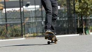 How To Do A Manual Roll On A Skateboard