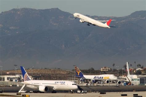 Airline Executives See Blue Skies In 2014 More Passengers