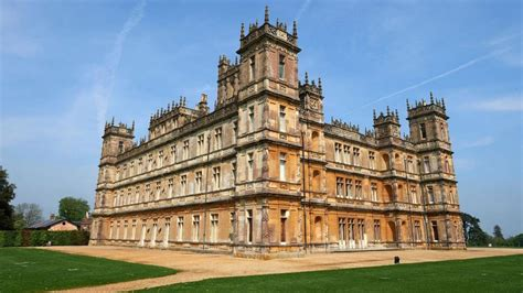 airbnbs latest listing    spend  night  highclere castle  real downton abbey