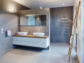 geflieste badezimmer meubles blanc et bois et salle de bain béton ciré penthouse de luxe