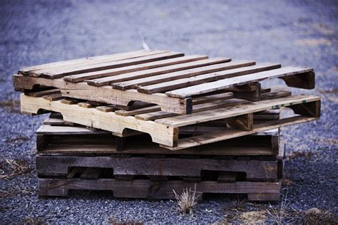 find  choose   wood pallets  diy projects