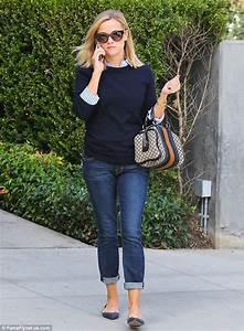 Reese Witherspoon shows off her slim figure as she squeezes into skintight jeans | Daily Mail Online