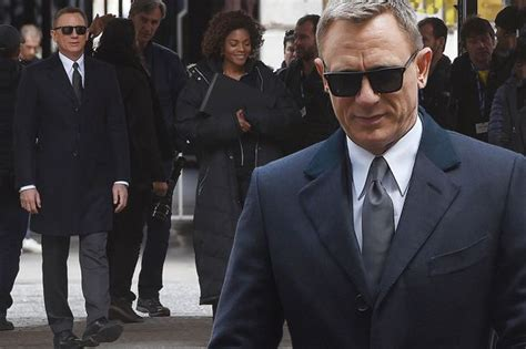Daniel Craig Looks Suave For Filming As James