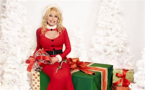 Dolly was cloned by keith campbell, ian wilmut and colleagues at the roslin institute, part of the university of edinburgh, scotland. Dolly Parton Christmas Album Debuts at Number One Sounds ...