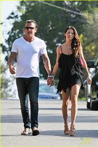 AnnaLynne McCord & Dominic Purcell: New Year's Walk in ...