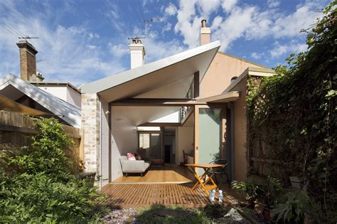 petersham courtyard house adriano pupilli architects archdaily