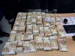 Credit 15000 Euros Sur 5 Ans : 1 million d 39 euros en billets de banque d couvert dissimul dans une voiture pr s d 39 hendaye ~ Maxctalentgroup.com Avis de Voitures