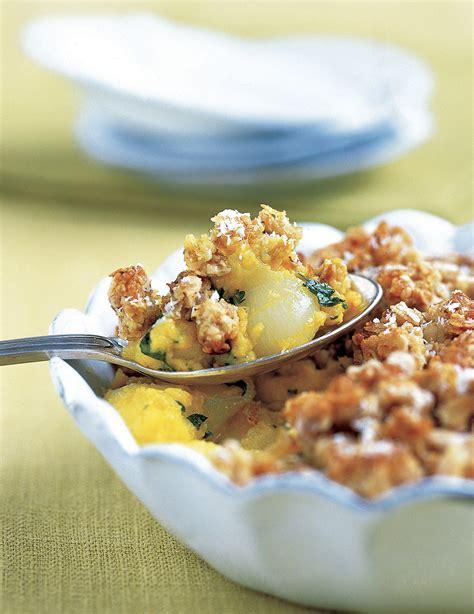 hervé cuisine crumble crumble pommes oignons et curry pour 4 personnes