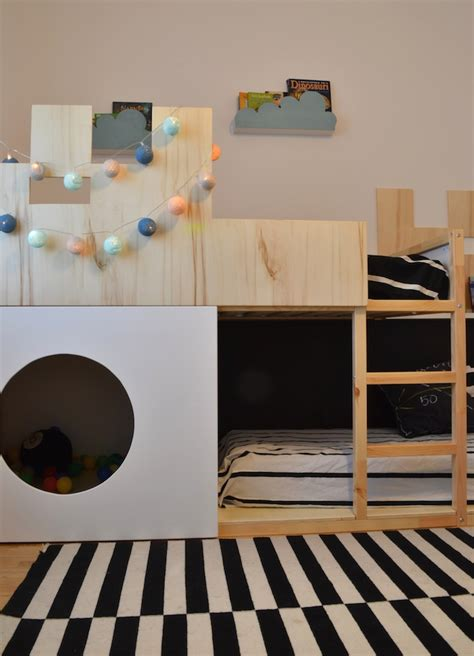 lit mezzanine bureau un lit enfant kura transformé en château fort