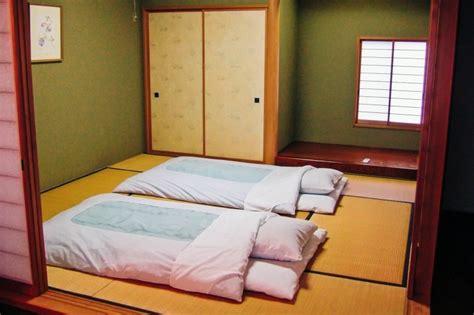 Les Japonais Dormentils Tous Sur Des Futons