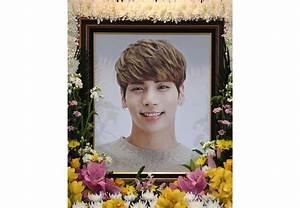 SHINee fans around the world mourn the loss of Jonghyun ...