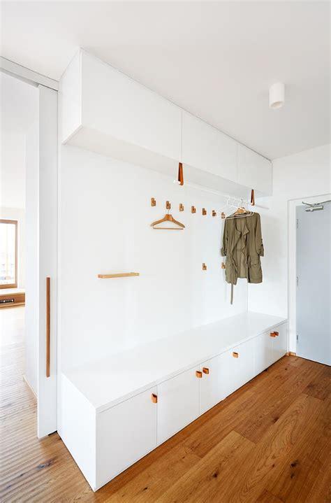 prosvetleny moderni interier  novostavbe idee entree