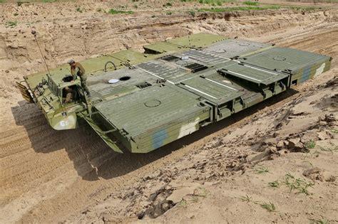 uawire  assads army converges  der ez zor russia sends pontoon equipment   cross