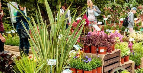 15. maijā franču dārzā norisināsies pavasara stādu tirgus ...