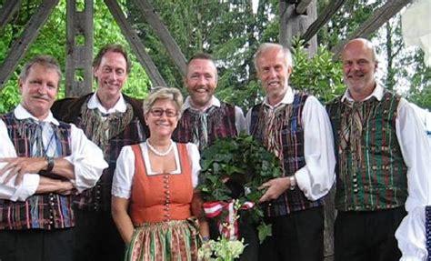 Abendgarten Stimmungsvoll Zu Spaeter Stunde by 2007