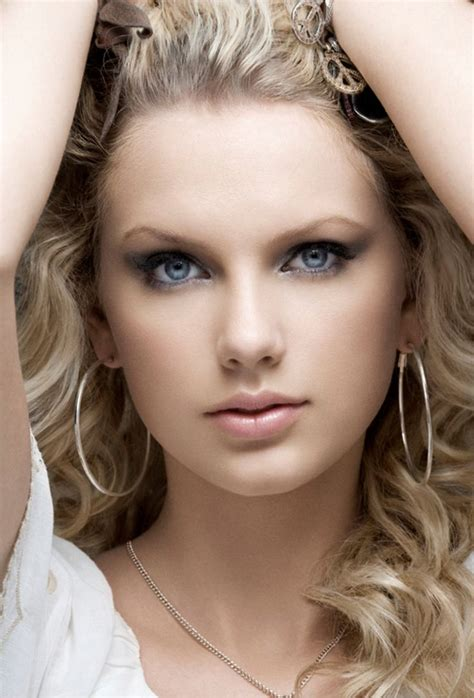 taylor swift queen images  pinterest senior photography senior picture poses