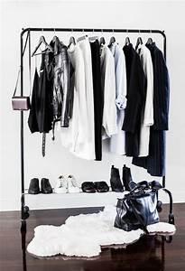 Portant Vetement Blanc : portant v tements osez exposer vos jolis habits ~ Teatrodelosmanantiales.com Idées de Décoration
