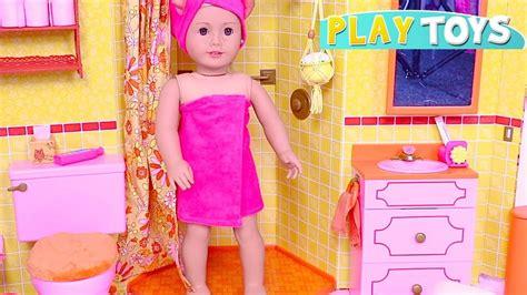 Baby Doll Bath Time! Playing American Girl Doll Bathroom