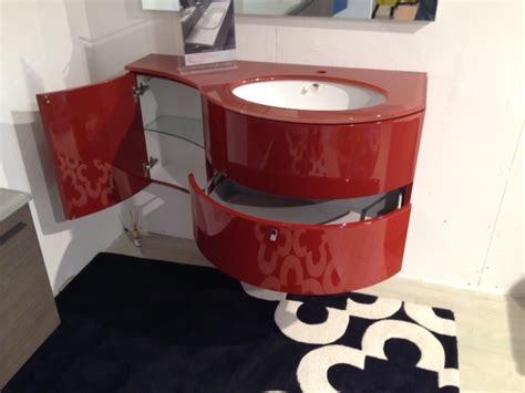 arredo bagno completo prezzi mobile da bagno sospeso laccato rosso bordo lucido