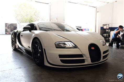 The bugatti veyron 16.4 grand sport l'or blanc is the result of an extraordinary collaboration between bugatti and the royal porcelain factory in berlin. Photo Shoot: Bugatti Veyron Pur Blanc