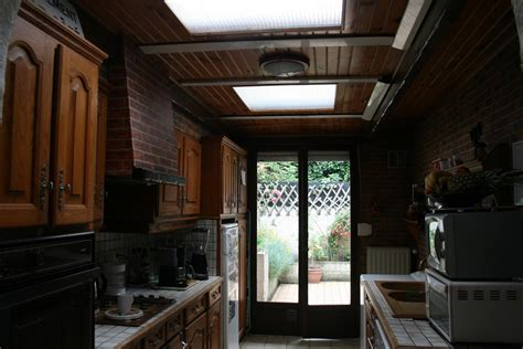 quelle est le plafond du livret a repeindre en blanc un plafond en lambris rainur 233 vernis avec poutres fonc 233 es