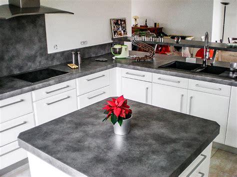 crédence en stratifié pour cuisine cuisine en laque blanc brillant plan de travail et credence en stratifie ilot central avec