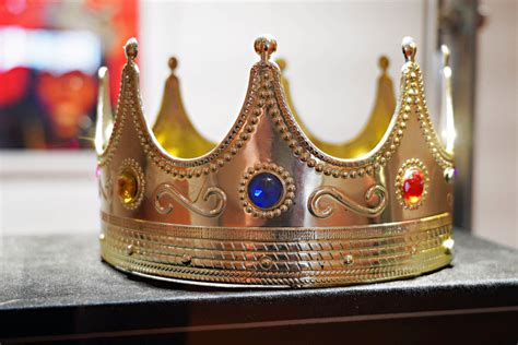 Notorious B.I.G.'s $6 Plastic Crown Sells For $594,750 In ...